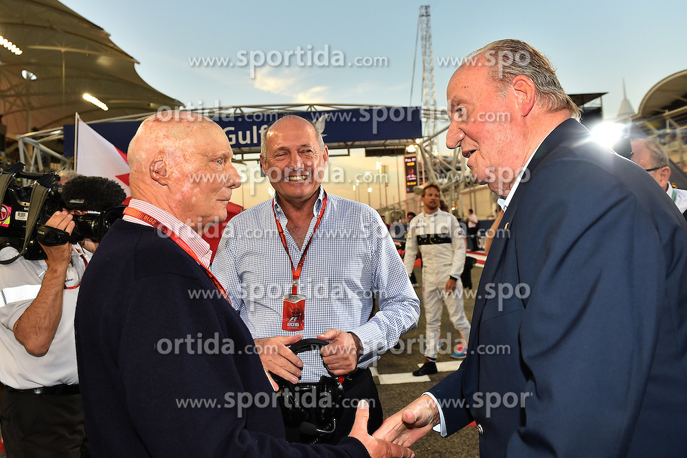 03.04.2016, International Circuit, Sakhir, BHR, FIA, Formel 1, Grand Prix von Bahrain, Rennen, im Bild Niki Lauda (AUT) Mercedes AMG F1 Non-Executive Chairman with Ron Dennis (GBR) McLaren Executive Chairman and Juan Carlos of Spain on the grid // during Race for the FIA Formula One Grand Prix of Bahrain at the International Circuit in Sakhir, Bahrain on 2016/04/03. EXPA Pictures &copy; 2016, PhotoCredit: EXPA/ Sutton Images<br /> <br /> *****ATTENTION - for AUT, SLO, CRO, SRB, BIH, MAZ only*****
