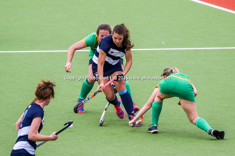 Auckland's Tayla White dribbles through Central's defence. Auckland v Central Women, FORD National Hockey League, ITM Hockey Centre, Whangarei, New Zealand. Friday 16 September, 2016. Copyright photo: Heath Johnson / www.photosport.nz