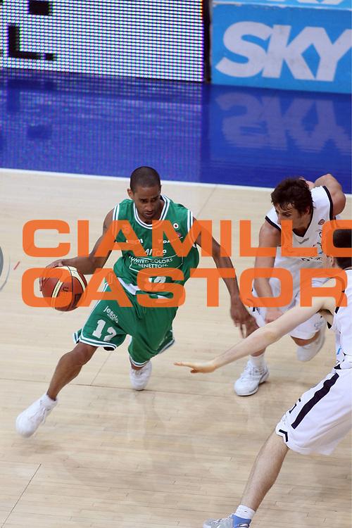 DESCRIZIONE : Bologna Lega A1 2005-06 Play Off Finale Gara 1 Climamio Fortitudo Bologna Benetton Treviso <br /> GIOCATORE : Nicholas<br /> SQUADRA : Benetton Treviso<br /> EVENTO : Campionato Lega A1 2005-2006 Play Off Finale Gara 1 <br /> GARA : Climamio Fortitudo Bologna Benetton Treviso <br /> DATA : 14/06/2006 <br /> CATEGORIA : Palleggio<br /> SPORT : Pallacanestro <br /> AUTORE : Agenzia Ciamillo-Castoria/E.Castoria