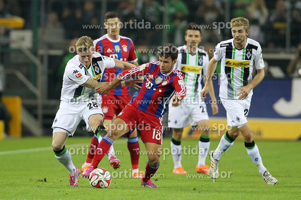 26.10.2014, Borussia Park, Moenchengladbach, GER, 1. FBL, Borussia Moenchengladbach vs FC Bayern Muenchen, 9. Runde, im Bild Andre Hahn (Borussia Moenchengladbach #28) im Zweikampf gegen Sommer-Neuzugang Juan Bernat (FC Bayern Muenchen #18) mit Christoph Kramer (Borussia Moenchengladbach #23) // 15054000 during the German Bundesliga 9th round match between Borussia Moenchengladbach and FC Bayern Muenchen at the Borussia Park in Moenchengladbach, Germany on 2014/10/26. EXPA Pictures &copy; 2014, PhotoCredit: EXPA/ Eibner-Pressefoto/ Schueler<br /> <br /> *****ATTENTION - OUT of GER*****