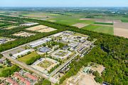 Nederland, Noord-Brabant, Vught, 13-05-2019; PI Vught - Penitiaire Inrichting Vught, overzicht, het complex huisvest onder andere de gevangenis, Huis van Bewaring (HvB) en Extra beveiligde inrichting (EBI). Verder op het terrein Inrichting voor Stelselmatige Daders (ISD), , Terroristen Afdeling (TA), Beheersproblematische Gedetineerden (BPG), Langdurige Forensische Psychiatrische Zorg (LFPZ), Zeer intensieve Specialistische Zorg (ZISZ) als een Penitentiair Psychiatrisch Centrum (PPC).<br /> Prison complex Vught.