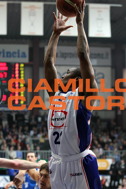 DESCRIZIONE : Cantu Lega A 2010-11 Bennet Cantu Dinamo Sassari<br /> GIOCATORE : Mike Green<br /> SQUADRA : Bennet Cantu<br /> EVENTO : Campionato Lega A 2010-2011<br /> GARA : Bennet Cantu Dinamo Sassari<br /> DATA : 04/12/2010<br /> CATEGORIA : Rimbalzo<br /> SPORT : Pallacanestro<br /> AUTORE : Agenzia Ciamillo-Castoria/G.Cottini<br /> Galleria : Lega Basket A 2010-2011<br /> Fotonotizia : Cantu Lega A 2010-11 Bennet Cantu Dinamo Sassari<br /> Predefinita :