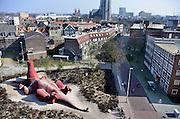 Nederland, Arnhem 13-3-2014 Het Feestaardvarken is een kunstwerk op het Bartokplein, tegenover gebouw de Rozet en is gemaakt als geschenk ter gelegenheid van het honderdjarig bestaan van dierenpark Burgers Zoo aan de stad. De maker is kunstenaar Florentijn Hofman. Het is een speelobject voor kinderen.Foto: Flip Franssen/Hollandse Hoogte