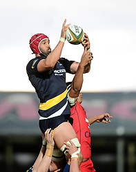 Worcester Lock Jonathan Thomas wins the line out up against Bristol Rugby Lock Ben Glynn  - Photo mandatory by-line: Joe Meredith/JMP - Mobile: 07966 386802 - 27/05/2015 - SPORT - Rugby - Worcester - Sixways Stadium - Worcester Warriors v Bristol Rugby - Greene King IPA Championship