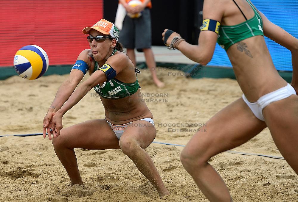 20-07-2014 NED: FIVB Grand Slam Beach Volleybal, Scheveningen<br /> Gold medal match / Fernanda Alves (1) BRA