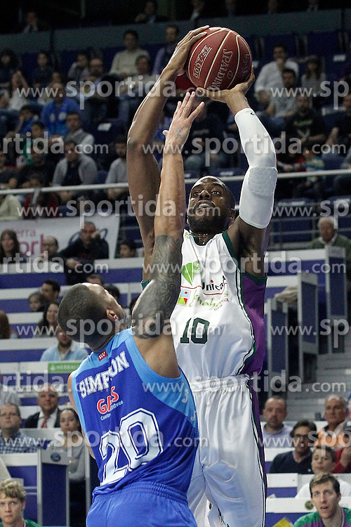 12.04.2015, Palacio de los Deportes, Madrid, ESP, Liga ACB, Real Madrid vs FC Barcelona, im Bild Movistar Estudiantes' Diamon Simpson (l) and Unicaja's Will Thomas // during Liga Endesa ACB match between Real Madrid and FC Barcelona at the Palacio de los Deportes in Madrid, Spain on 2015/04/12. EXPA Pictures &copy; 2015, PhotoCredit: EXPA/ Alterphotos/ Acero<br /> <br /> *****ATTENTION - OUT of ESP, SUI*****