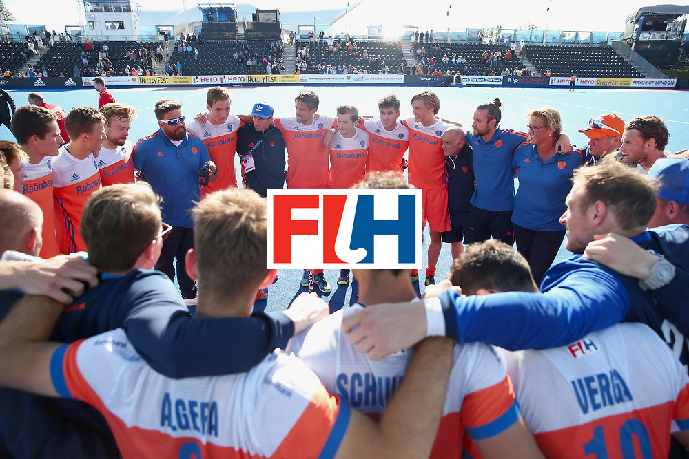 LONDON, ENGLAND - JUNE 25: Netherlands players and staff huddle after the final match between Argentina and the Netherlands on day nine of the Hero Hockey World League Semi-Final at Lee Valley Hockey and Tennis Centre on June 25, 2017 in London, England. (Photo by Alex Morton/Getty Images)