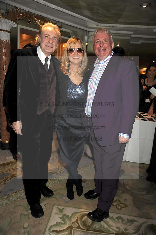 Left to right, LEIGH LAWSON, his wife TWIGGY and CHRISTOPHER BIGGINS at the 2009 South Bank Show Awards held at The Dorchester, Park Lane, London on 20th January 2009.
