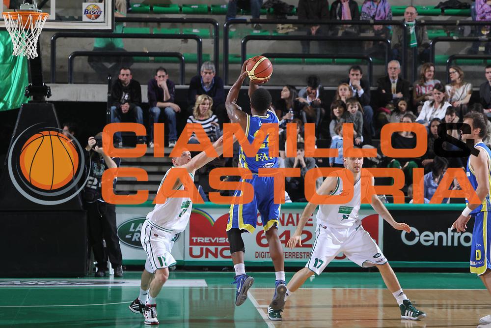 DESCRIZIONE : Treviso Lega A 2011-12 Benetton Treviso Fabi Shoes Montegranaro<br /> GIOCATORE : Jerel Mcneal<br /> SQUADRA : Benetton Treviso Fabi Shoes Montegranaro<br /> EVENTO : Campionato Lega A 2011-2012 <br /> GARA : Benetton Treviso Fabi Shoes Montegranaro<br /> DATA : 24/03/2012<br /> CATEGORIA : Tiro<br /> SPORT : Pallacanestro <br /> AUTORE : Agenzia Ciamillo-Castoria/G.Contessa<br /> Galleria : Lega Basket A 2011-2012 <br /> Fotonotizia : Treviso Lega A 2011-12 Benetton Treviso Fabi Shoes Montegranaro<br /> Predfinita :