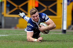 Andy Short (Bristol) dives for his second try - Photo mandatory by-line: Patrick Khachfe/JMP - Tel: Mobile: 07966 386802 23/02/2014 - SPORT - RUGBY UNION - Memorial Stadium, Bristol - Bristol Rugby v Plymouth Albion - Greene King IPA Championship.