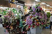 Unterirdischer Blumen Markt in einer Passage in der Naehe des Express Bus Terminals im Zentrum der koreanischen Hauptstadt Seoul.  <br /> <br /> Flower Market located in the underground shopping mall and Gangnam Flower Market in the city center of the Korean capital Seoul.