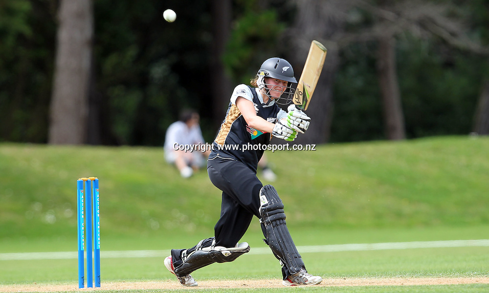 Amy Satterthwaite hits out for the White Ferns.<br /> Cricket - Rosebowl Series. Twenty20 International - New Zealand White Ferns v Australia, 19 February 2011, Queens Park, Invercargill, New Zealand.<br /> Photo: Rob Jefferies / www.photosport.co.nz