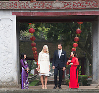 HANOI,  20140319: Crownprince Haakon and crownprincess Mette-Marit  in Hanoi in  Vietnam on a three day official visit. Here at the Temple of Literature. .  FOTO: TOM HANSEN