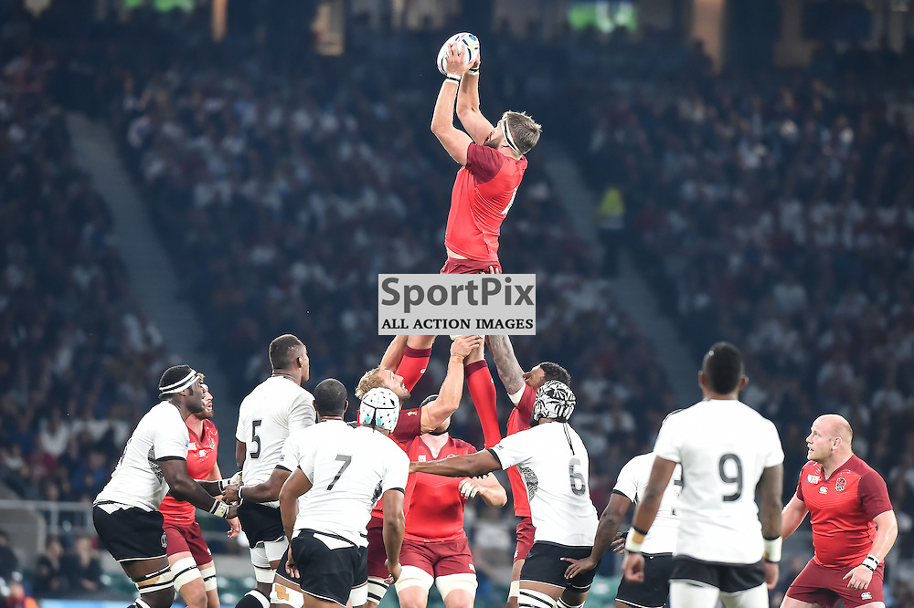 Geoff Parling rises highest to claim the lineout ball (c) Simon Kimber | SportPix.org.uk