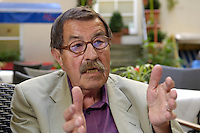 22 AUG 2005, BERLIN/GERMANY:<br /> Guenter Grass, Autor und Literaturnobelpreistraeger, waehrend einem Interview, Hotel Albrechtshof<br /> Guenter Grass, Author and Nobel price winner, during an interview<br /> IMAGE: 20050822-02-021<br /> KEYWORDS: Günter Grass, Schriftsteller, writer