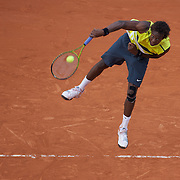 Gael Monfils, France, in action against Roger Federer, Switzerland, during the Men's Quarter Final match at the French Open Tennis Tournament at Roland Garros, Paris, France on Wednesday, June 3, 2009. Photo Tim Clayton.