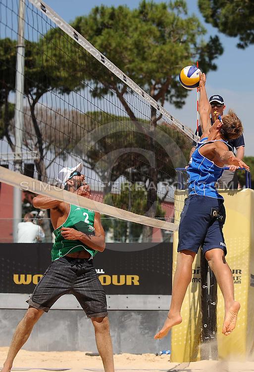 Roma, 19 giugno 2013<br /> Beach Volley Swatch FIVB World Tour - Smart Grand Slam Rome 2013. Foro Italico.<br /> Giorno 2 - Uomini - Primo turno Pool B<br /> Pedro-Bruno (BRA) vs Cecchini-Morichelli (ITA) 2-0 (21-12; 21-14)<br /> foto di Simone Ferraro / GMT