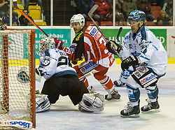 25.09.2014, Stadthalle, Klagenfurt, AUT, EBEL, EC KAC vs EHC Liwest Black Wings Linz, 4. Runde, im Bild Ouzas Michael (EHC Liwest Black Wings Linz,#29), Jean-Francoir Jacques (EC KAC, #39), Curtis Murphy (EHC Liwest Black Wings Linz,#41) // during the Erste Bank Icehockey League 4th round match betweeen EC KAC and EHC Liwest Black Wings Linz at the City Hall in Klagenfurt, Austria on 2014/09/25. EXPA Pictures © 2014, PhotoCredit: EXPA/ Gert Steinthaler