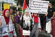 Like every Wednesday, at Mont-Royal metro station, hundreds demonstrators gathered to hold a march for Palestinians who have lost their lives in on going air-strikes since the beginning of July.