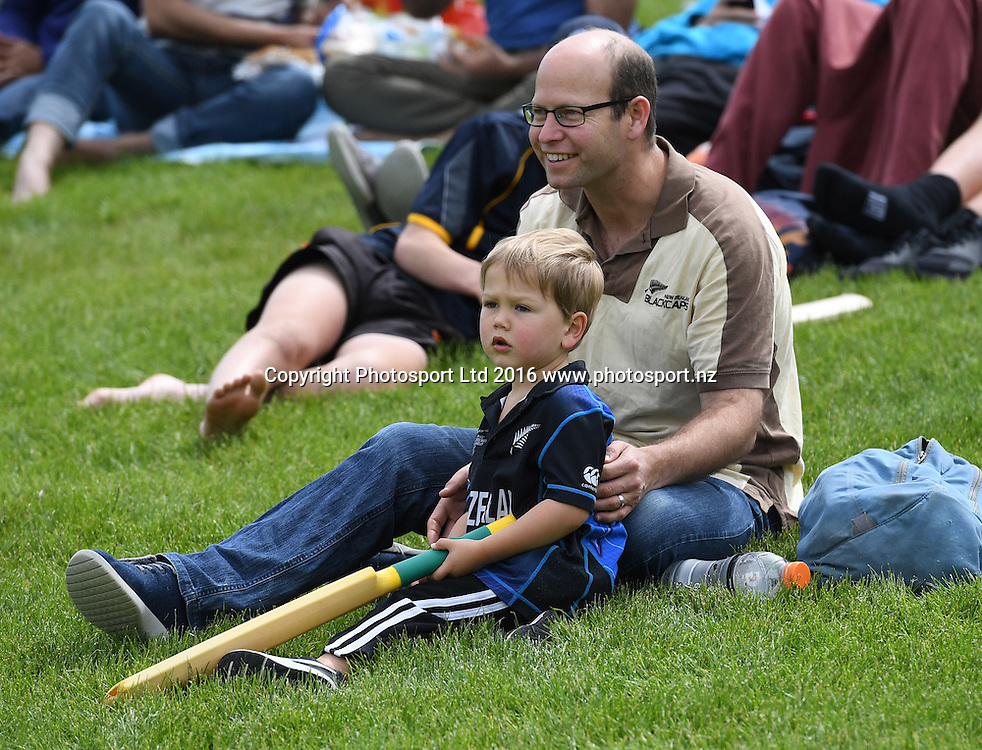 Fans and suppoters. New Zealand Black Caps v Pakistan. Day 2, 1st test match. Friday 18 November 2016. Hagley Oval, Christchurch, New Zealand. © Copyright photo: Andrew Cornaga / www.photosport.nz