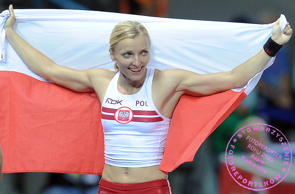 ANNA ROGOWSKA (POLAND) POSES WITH POLISH FLAG AFTER WINNING GOLD MEDAL IN POLE VAULT WOMEN ON THE OLYMPIC STADION ( OLIMPIASTADION ) DURING 12TH IAAF WORLD CHAMPIONSHIPS IN ATHLETICS BERLIN 2009..BERLIN , GERMANY , AUGUST 17, 2009..( PHOTO BY ADAM NURKIEWICZ / MEDIASPORT )..PICTURE ALSO AVAIBLE IN RAW OR TIFF FORMAT ON SPECIAL REQUEST.