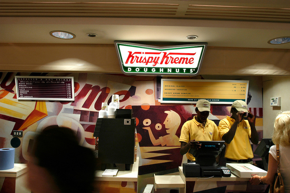 UK. London. Krispy Kreme doughnut stall in Canary Wharf shopping arcade, in London's financial district, UK..Photo ©Steve Forrest/Workers' Photos
