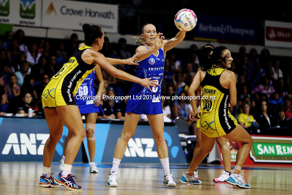 Laura Langman of the Mystics in action. 2015 ANZ Championship, Northern Mystics v Central Pulse, The Trusts Arena, Auckland, New Zealand. Photo: Anthony Au-Yeung / www.photosport.co.nz