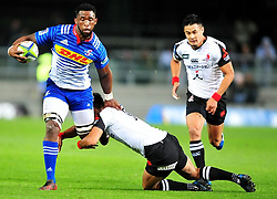 Cape Town-170709 Stomers captain Siya Kolisi tackled by Sunwolves flyhalf Keisuke Uchida when they played the super 15 cup at Newlands.The Stomers won the game 52-15.pic Phando Jikelo