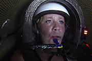 Christien Veelenturf is bezig met de uurrecordpoging voor vrouwen, dat met 84 km/h in handen is van Barbara Buatois. Veelenturf moet later de poging afbreken door technische problemen. Het Human Power Team Delft en Amsterdam (HPT), dat bestaat uit studenten van de TU Delft en de VU Amsterdam, is in Duitsland voor een poging het uurrecord te verbreken op de Dekrabaan. In september wil het HPT daarna een poging doen het wereldrecord snelfietsen te verbreken, dat nu op 133 km/h staat tijdens de World Human Powered Speed Challenge.<br /> <br /> Christien Veelenturf is riding her attempt to break the world hour record for women, currently hold by Barbara Buatois with 84 km/h. Veelenturf has to stop the attempt due to technical problems. With the special recumbent bike the Human Power Team Delft and Amsterdam, consisting of students of the TU Delft and the VU Amsterdam, is in Germany for the attempt to set a new hour record on a bicycle. They also wants to set a new world record cycling in September at the World Human Powered Speed Challenge. The current speed record is 133 km/h.