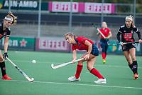 AMSTELVEEN  - Klaartje de Bruijn (Laren) tijdens de hoofdklasse competitiewedstrijd hockey dames , Amsterdam-Laren (3-0)  , COPYRIGHT KOEN SUYK
