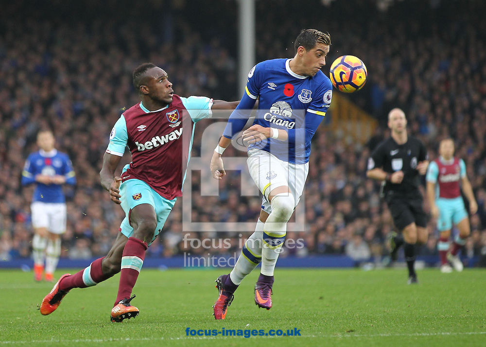 Ramiro Funes Mori of Everton and Michail Antonio of West Ham United in action during the Premier League match at Goodison Park, Liverpool.<br /> Picture by Michael Sedgwick/Focus Images Ltd +44 7900 363072<br /> 30/10/2016