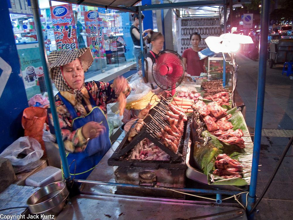 08 OCTOBER 2009 -- BANGKOK, THAILAND: A street food vendor in the Patpong night market along Patpong Sois 1 and 2. The night market is a major tourist shopping area in Bangkok. The Patpong area used to be famous as an adult entrainment district but now its night market is equally famous.   PHOTO BY JACK KURTZ