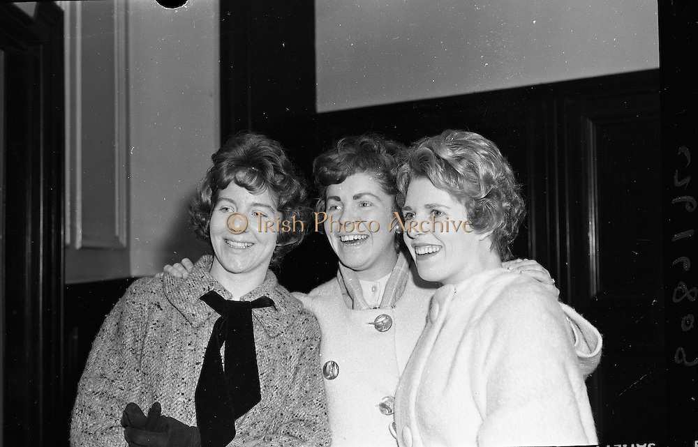 Draw for home for newlyweds, Mansion House.  Three of the 200 winners Mrs. Bernadette Sheehy, Mrs. Lottie McEratt and Mrs. Stella Duffy..06.04.1962