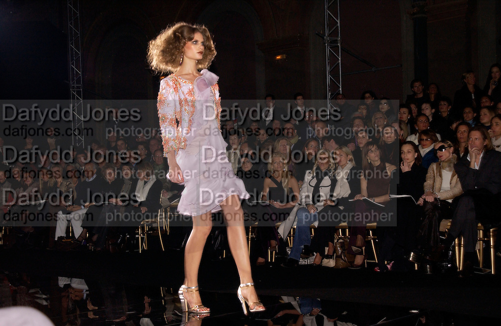 Valentino couture fashion show,  rue Bonaparte, Paris, 21 January 2004. © Copyright Photograph by Dafydd Jones 66 Stockwell Park Rd. London SW9 0DA Tel 020 7733 0108 www.dafjones.com