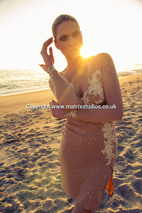 EXCLUSIVE PICTURE: MATRIXSTUDIOS.CO.UK.PLEASE CREDIT ON ALL USES..WORLD RIGHTS...***FEES TO BE AGREED BEFORE USE***..Fashion model sunset shoot..REF: MRA 122615