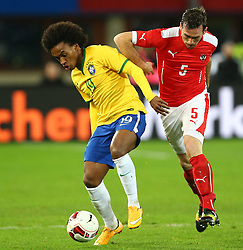 18.11.2014, Ernst Happel Stadion, Wien, AUT, Freundschaftsspiel, Oesterreich vs Brasilien, im Bild William (BRA) und Christian Fuchs (AUT) // during the friendly match between Austria and Brasil at the Ernst Happel Stadion, Vienna, Austria on 2014/11/18. EXPA Pictures © 2014, PhotoCredit: EXPA/ Thomas Haumer