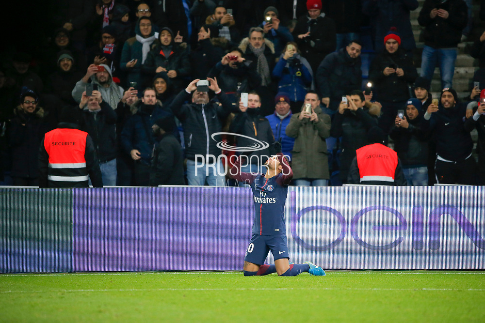 Neymar da Silva Santos Junior - Neymar Jr (PSG) scored a goal and celebrated it, knee to the ground and thank god during the French Championship Ligue 1 football match between Paris Saint-Germain and ESTAC Troyes on November 29, 2017 at Parc des Princes stadium in Paris, France - Photo Stephane Allaman / ProSportsImages / DPPI
