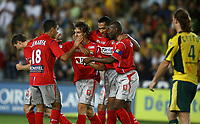 Fotball<br /> Frankrike 2006/2007<br /> Foto: Panoramic/Digitalsport<br /> NORWAY ONLY<br /> <br /> Joie des Lyonnais - Nantes/ Lyon - Ligue1 Ligue 1 L1 L 1 - 04.08.2006 - 1ere Journee - Foot Football - OL - largeur attitude joie equipe groupe accolade Squillaci Cacapa Carew Ben Arfa