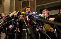 15 DEC 2003, BERLIN/GERMANY:<br /> Gerhard Schroeder (L), SPD, Bundeskanzler, und Joschka Fischer (R), B90/Gruene, Bundesaussenminister, waehrend der Pressekonferenz zu den Ergebnissen der Sitzung des Vermittlungsausschusses, Bundesrat<br /> IMAGE: 20031215-01-011<br /> KEYWORDS: Pressestatement, Mikrofon, microphone, Journalist, Journalisten, Gerhard Schröder
