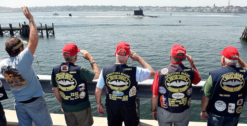 7/28/16 :: REGION :: STRASZHEIM :: The U.S. Navy attack submarine USS Virginia (SSN 774) passes an honor guard from the Groton chapter of the Submarine Veterans saluting from the parking lot at Garbo's Lobster on Thames St. in Groton Thursday, July 28, 2016. The Virginia was returning to the Navy Submarine Base in Groton from a six-month deployment.  (Sean D. Elliot/The Day)