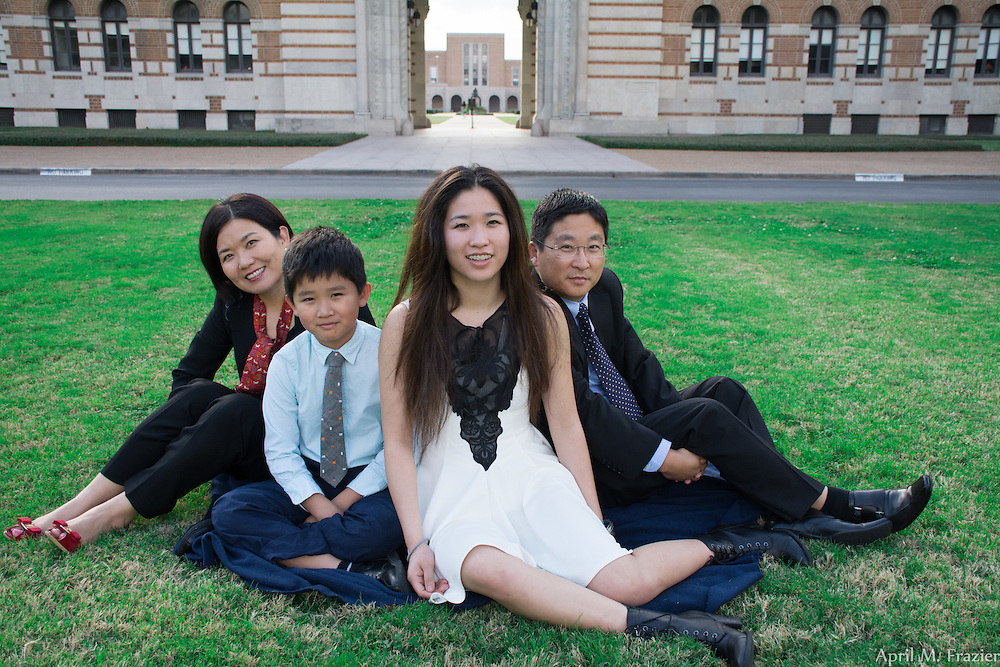 Family Portrait session on the Campus of Rice University