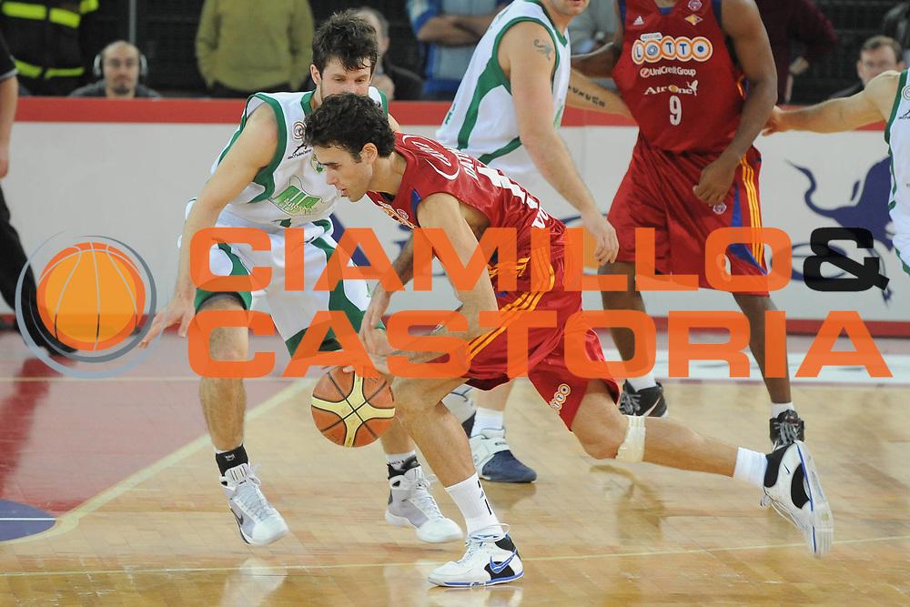 DESCRIZIONE : Roma Lega A1 2008-09 Lottomatica Virtus Roma Air Avellino<br /> GIOCATORE : Luigi Gigi Datome<br /> SQUADRA : Lottomatica Virtus Roma <br /> EVENTO : Campionato Lega A1 2008-2009<br /> GARA : Lottomatica Virtus Roma Air Avellino<br /> DATA : 11/01/2009<br /> CATEGORIA : Palleggio<br /> SPORT : Pallacanestro <br /> AUTORE : Agenzia Ciamillo-Castoria/G.Ciamillo