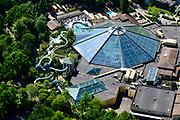 Nederland, Flevoland, Zeewolde, 07-05-2018; De Eemhof, vakantiepark Center Parcs, een bungalowpark en jachthaven aan het Eemmeer. Subtropisch zwembad met Turbo Twister glijbaan.<br /> Holiday Center Center Parcs, a bungalow park and marina on the Eemmeer.<br /> luchtfoto (toeslag op standard tarieven);<br /> aerial photo (additional fee required);<br /> copyright foto/photo Siebe Swart