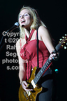 Jewel onstage at MSG 12/13/2001 during Jingle Ball 2001...