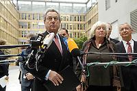 """13 APR 2005, BERLIN/GERMANY:<br /> Dieter Hundt (L), Praesident Bundesvereinigung der Deutschen Arbeitgeberverbaende, BDA, und Renate Schmidt (R), SPD, Bundesfamilienministerin, geben ein Statement, vor Beginn der Konferenz """"Familie - ein Erfolgsfaktor fuer die Wirtschaft"""", Haus der Deutschen Wirtschaft<br /> IMAGE: 20050413-02-003<br /> KEYWORDS: Mikrofon, microphone"""