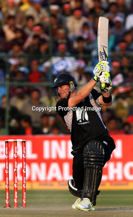 New Zealand batsman Scott Styris plays a shot during the 2nd ODI india vs New Zealand Played at Sawai Mansingh Stadium, Jaipur, 1 December 2010 - day/night (50-over match)