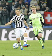 Stephan Lichtsteiner of Juventus and Kevin De Bruyne of Manchester City during the UEFA Champions League match at Juventus Stadium, Turin<br /> Picture by Stefano Gnech/Stella Pictures Ltd +39 333 1641678<br /> 25/11/2015