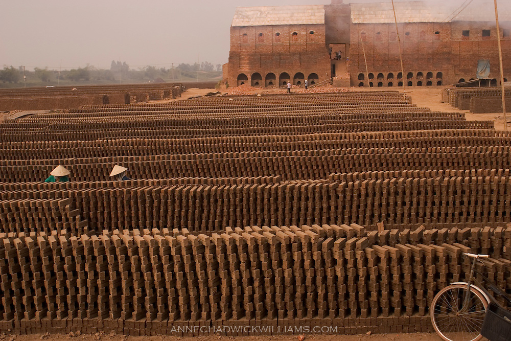Brick kilns near Hanoi, Vietnam. Vietnamese brick kilns are heavy polluters. The kilns emit sulphur dioxide and hydrogen sulphide at levels much higher than permitted levels. Some kilns have been shut down. Brick kiln owners can be fines for running their kiln without being equipped with the proper fume-processing system.