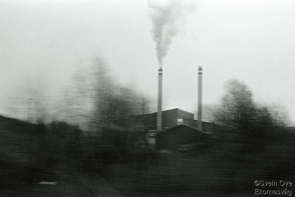Oslo 20111104. Røyk fra en fabrikkpipe utenfor Oslo.<br /> Foto: Svein Ove Ekornesvåg