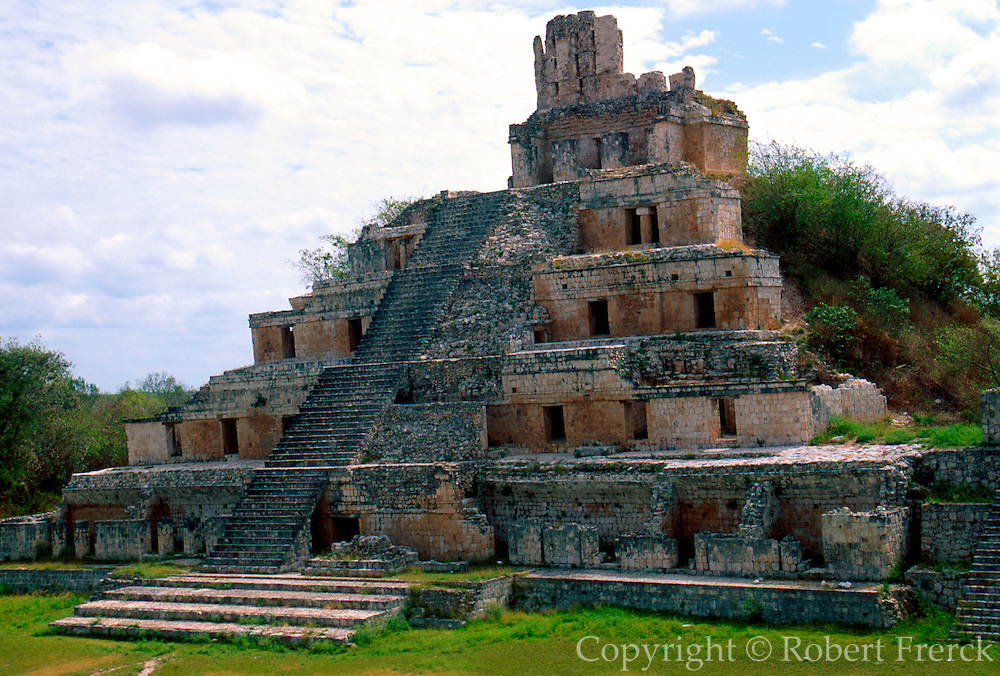 MEXICO, MAYAN CULTURE, YUCATAN PEN. Edzna, early classic period 4-8C AD; the Temple of the Five Stories, 30 meters high